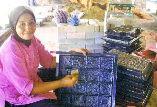 Nunnikhoven molds being used in Aceh, Indonesia.